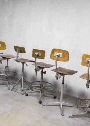 Friso Kramer Industrial bar stool, vintage bar krukken Friso Kramer industrieel Ahrend de Cirkel