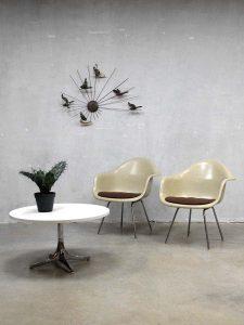 Original Eames Herman Miller lounge stoelen, fiberglass shell chairs Vitra