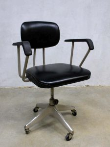 Vintage Okamura industrial desk chair, bureaustoel industrieel