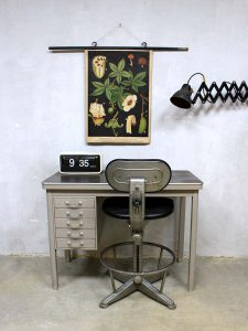Industrial vintage writing desk Backfield, industrieel mid century bureau