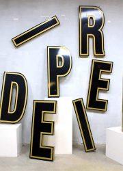 Vintage industrial metal letters, authentieke metalen letters