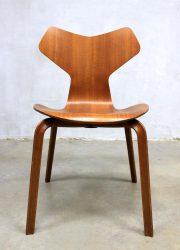 model 3130 grand prix chair stoel collectors item Fritz Hansen Arne Jacobsen