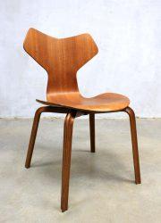 grand prix chair stoel model 3130 vintage design Fritz Hansen Arne Jacobsen