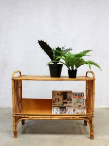 Mid century bamboo magazine rack, vintage bamboe lectuurbak bijzettafel