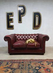 Vintage rood leren chesterfield, oxblood red leather sofa