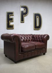 vintage bank chesterfield rood red