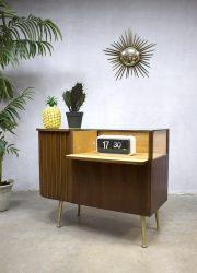 vintage retro toonbank vitrine counter