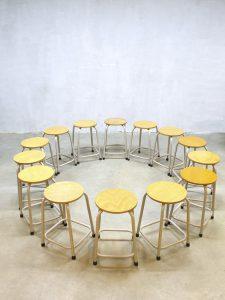 Stoere industriële vintage krukken, vintage stools Industrial