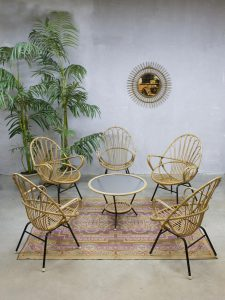 Vintage rotan lounge stoelen salontafel Rohe Noordwolde rattan chairs