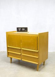 Vintage midcentury French schoolcabinet dressoir minimalism