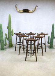 Vintage design Spanish stools Brutalism, vintage Spaanse kruk barkrukken