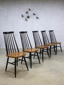 Vintage Ilmari Tapiovaara dinner chairs spindle back chairs spijlen stoel