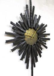 vintage brass klok zonneklock brutalist loft goudkleur