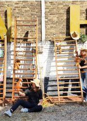 Gym klimrek climbing rack vintage interior kids playground