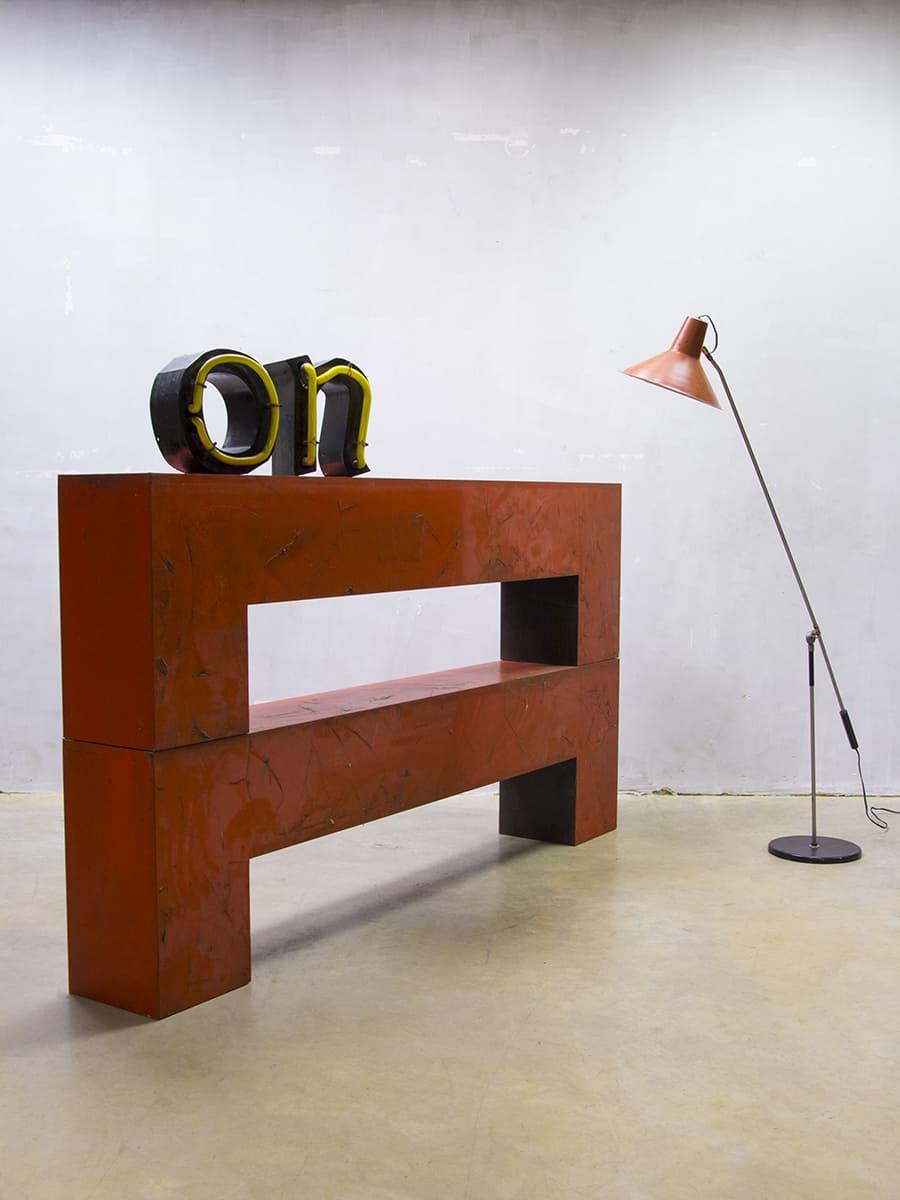 smalle sidetable achter bank. Black Bedroom Furniture Sets. Home Design Ideas