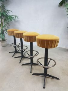 Vintage sixties bar stools, vintage kruk krukken 'Moulin rouge'