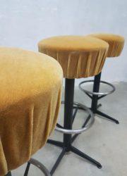 Vintage sixties bar stools velvet, vintage kruk krukken velours 'Moulin rouge'
