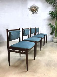 Vintage velours eetkamerstoelen Danish velvet dinner chairs 'blue lagoon'