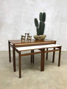 Vintage design bijzettafels midcentury modern nesting tables mimiset Pastoe stijl
