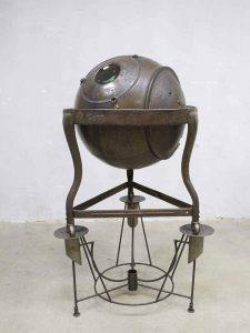 Hans Dullaart kunst steampunk Art Globe 'de verloren wereld'