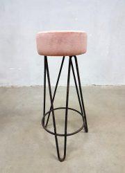 vintage kruk industrieel stool industrial barstool pink velvet