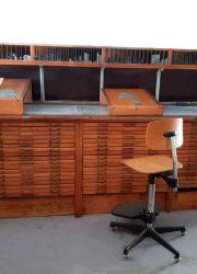 vintage toonbank industrieel ladenkast antiek zetkast letterkast
