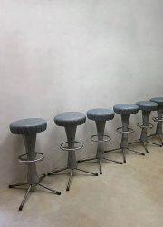 vintage retro barkruk kruk krukken industrieel industrial stool barstool barstools retro design