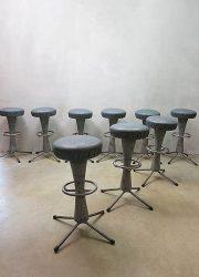 Unieke partij vintage industriële bar krukken, vintage bar stool Industrial Cool blue