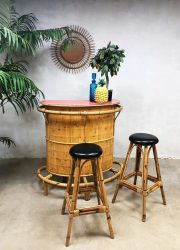 Vintage bamboo rattan Tiki bar bamboe rotan cocktail bar