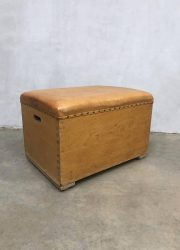 Bok pommel horse gymnastiek sport leather school vintage