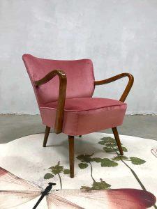 Midcentury modern cocktail stoel club fauteuil vintage armchair pink velvet