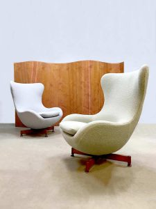 Vintage design Wingback chair Egg chair swivel chair