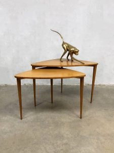 deens vintage design coffee table bijzettafel driepoot tripod nesting tables Danish style