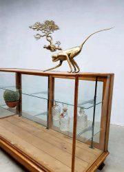 Radin & Co cabinet counter toonbank vintage vitrinekast glas hout