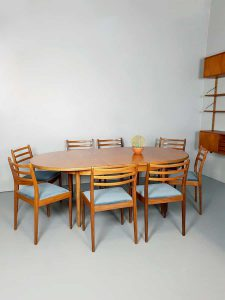 Vintage design teak dining table dinnerset Victor Wilkens G plan