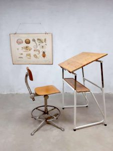 Vintage industriële tekentafel bureau Industrial desk drawing table