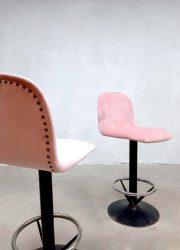 Roze velours pink velvet vintage industrial industrieel barkruk barstool kruk stool