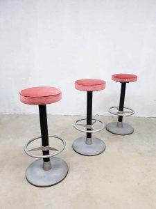 Vintage industrial barstools partij barkrukken luxury pink velvet