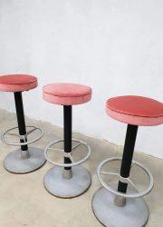 vintage industrial barkrukken barstools pink velvet horeca projects