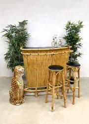 Vintage rattan bamboo Tiki bar bamboe rotan cocktail bar