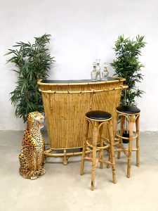 Vintage rattan bamboo Tiki bar bamboe rotan cocktail bar