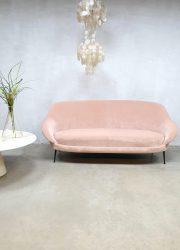 vintage sofa Italian design pink velvet vintage
