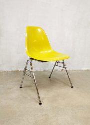 fiberglass vintage dining chairs vitra Herman Miller