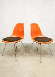 vintage eames Herman Miller fiberglass shell chairs stoelen orange