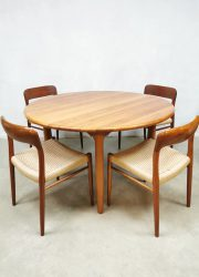 Vintage ronde Deense eetkamertafel Scandinavian dining table