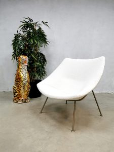 Midcentury design chair Pierre Paulin Oyster lounge fauteuil Artifort