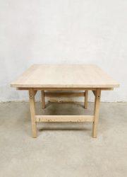 midcentury design light oak Hans Wegner side table bijzettafel