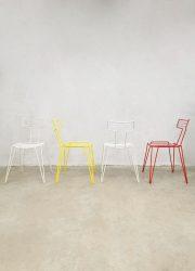 Eighties vintage metal wire chairs metalen draad stoelen 'Color blocking' stacking stapelbaar