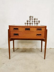 Midcentury Danish design cabinet Deense ladekast 'Elegant'