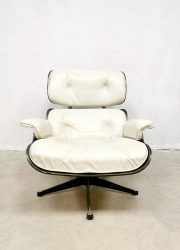 midcentury design lounge chair Eames Fehlbaum SE670